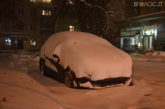 Перший снігопад у Житомирі: апокаліпсис у провулках та дворах (ФОТО)