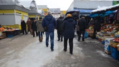 """""""Айдар"""" тероризує підприємців на Житньому ринку у Житомирі (ВІДЕО)"""