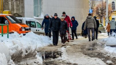 Підприємців, які не прибирають сніг біля своїх закладів, каратимуть навесні