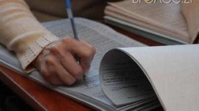 Члени ДВК переписували протоколи у коридорах (ВІДЕО)