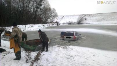 У Ружинському районі автомобіль упав у ставок
