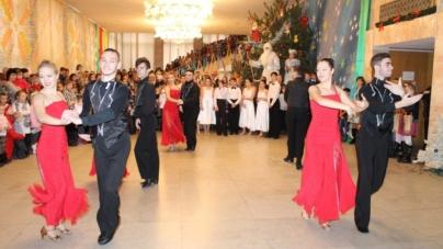 Як у Житомирському облмуздрамтеатрі відбувалося відкриття новорічної ялинки (ФОТО)