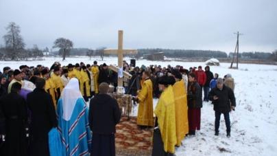 Патріарх Філарет освятив місце під будівництво храму у Лугинському районі