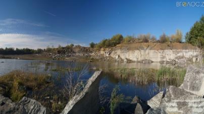 Кому належить видобуток лабрадориту на Житомирщині