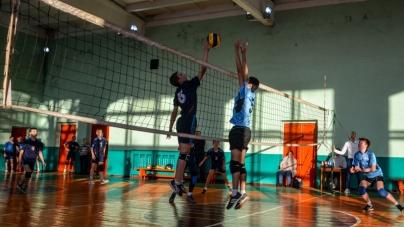 Для комунального волейбольного клубу області придбають м'ячі та сітки