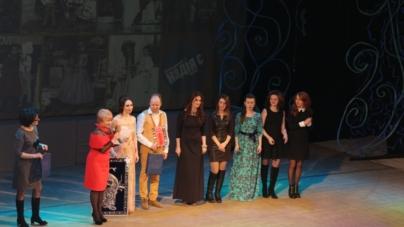 Житомирянам репрезентували настінний календар «Житомир святковий» на сцені обласного театру (ФОТО)
