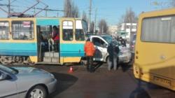 На вулиці Вітрука авто зіштовхнулося з трамваєм (ФОТО)