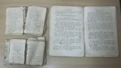 Житомирські митники не дали росіянину ввезти стародавні книги