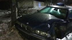 По вулиці Перемоги BMW в'їхав у дерево