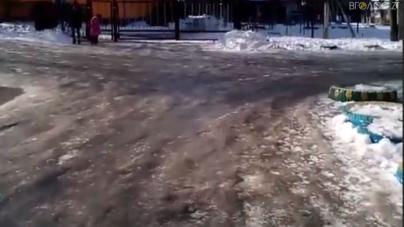 Вихованці дитсадочку №63 ходять по слизькій дорозі. ЖЕКи шукають крайнього