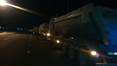 Ввечері біля Глибочиці «айдарівці» зупинили фури з піском (ФОТО)