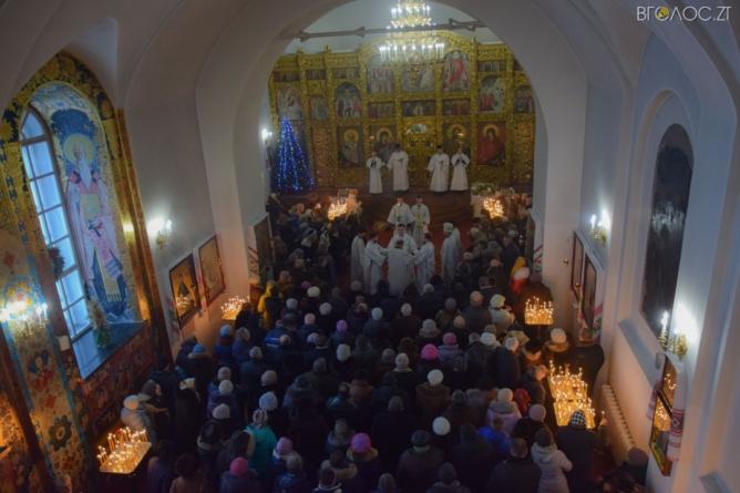 Різдво у  Свято-Михайлівському соборі розпочалося святковими богослужіннями та колядками (ФОТОРЕПОРТАЖ)