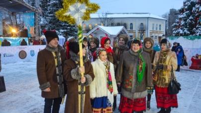 Як житомиряни щедрували на майдані Корольова (ФОТОРЕПОРТАЖ)