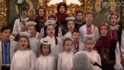 Хор священиків та дітей привітали вірян з Різдвом Христовим колядками