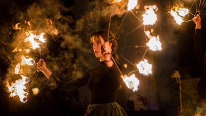 Святкування Масляної завершилося спаленням опудала та вогняним шоу