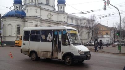 Маршрутка №125 біля Михайлівського собору збила пішохода