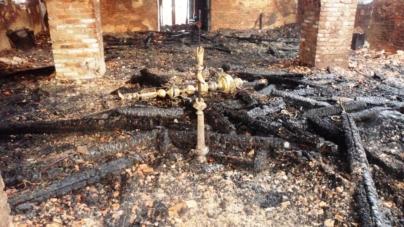У Чуднівському районі майже повністю згорів Храм Різдва Пресвятої Богородиці (ФОТО)