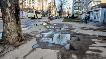 Житомиряни скаржаться на вибоїни та покинуті будівлі