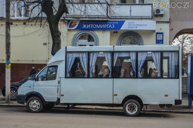 Водій маршрутки №11 перевозив пасажирів з відчиненими дверима, – житомирянин