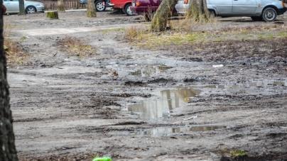 Житомиряни скаржаться, що через відсутність тротуарів по Саєнка, пішоходи у небезпеці