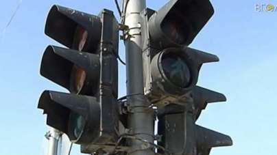 На перехресті вулиць Театральна/Бердичівська відключили світлофори