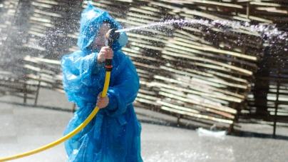 Як у Житомирі пройшов поливаний понеділок (ФОТО)