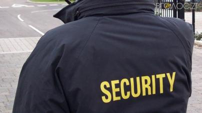 Скандально відомий екс-директор Бердичівського медколеджу найняв охорону
