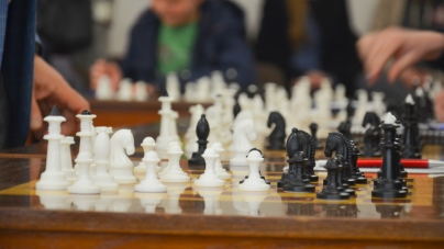 Відомий гросмейстер вперше у Житомирі провів лекцію для юних шахістів (ФОТО)