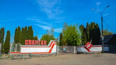 Емблема московського футбольного клубу – біля входу до житомирського стадіону (ФОТОФАКТ)