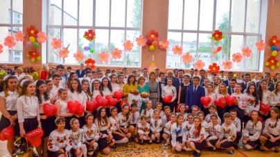 Як учні Житомирської школи № 28 святкували Останній дзвінок (ФОТО)