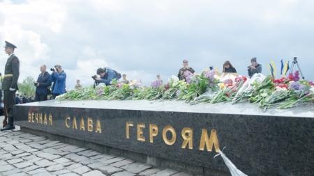 9 травня: День Перемоги чи черговий вихідний день для українців