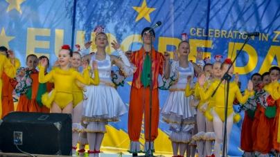 Михайлівська: вуличні музиканти, фестивалі національних товариств та європейської кухні (ФОТО)