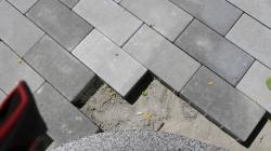 Мер пообіцяв, що навесні фахівці перевірять якість укладання плитки на Михайлівській