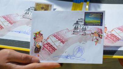 У Житомирі «Укрпошта» представила спеціальну марку до Дня вишиванки