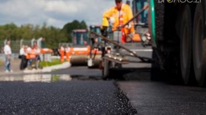В ОДА кажуть, що відремонтували вже понад 23 км доріг