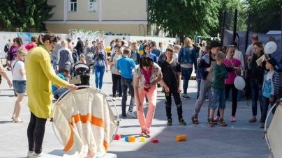 Родини житомирян відсвяткували разом вихідні на Михайлівській (ФОТО)