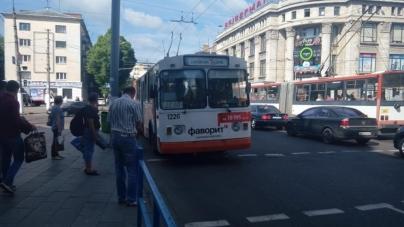 У ТТУ розповіли, чому тролейбуси масово повертаються в депо