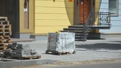 У Житомирській міськраді придумали, як закінчити тротуари у центрі міста