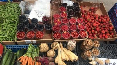 Ягоди на Житньому ринку: малина, чорниці, смородина… (ЦІНИ)