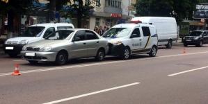 У Житомирі поліцейське авто стало учасником аварії