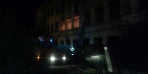 У Житомирі горіло приміщення колишньої школи (ФОТО)
