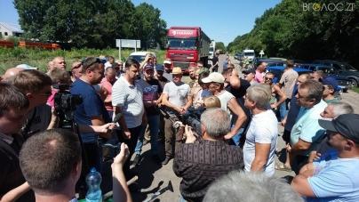 Біля Попільні люди перекрили автодорогу Житомир – Сквира (ФОТО)
