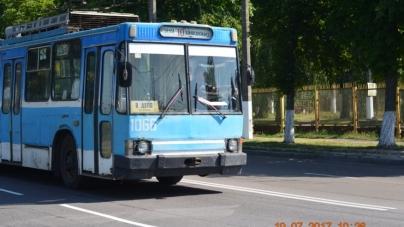 На Івана Гонти водії тролейбусів та маршруток здійснюють незаконну посадку пасажирів, – житомиряни