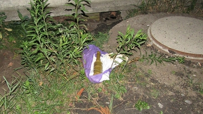 Біля заправки на Вітрука знайшли пакет з гранатою