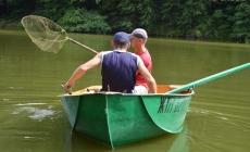 5 бригад на човнах по Тетереву збирають залишки нечистот