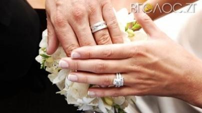 83-річний дідусь став найстаршим нареченим Житомира. Найстаршій нареченій – 69