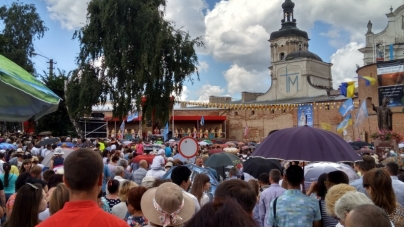 Поліція нарахувала 8 тисяч паломників, які прибули до Бердичева на богослужіння (ФОТО)