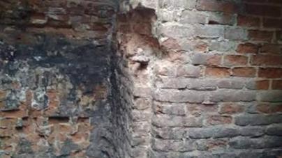 На розкопках у центрі Житомира знайшли залишки залізної грубки та пічний кахель