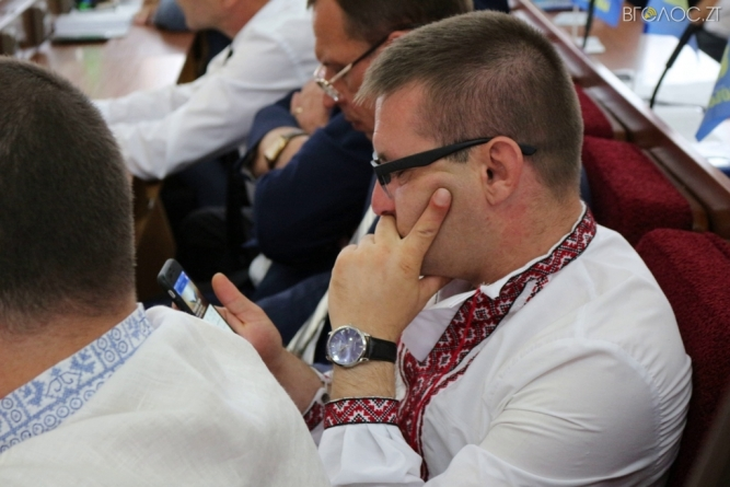 У депутата Смичка з декларації дивним чином зникли автомобілі