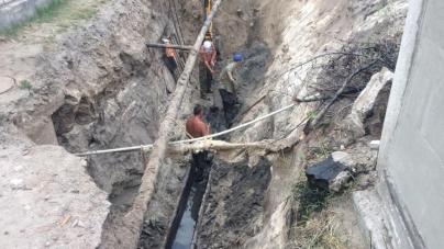 Через прорив труби деякі будинки на Польовій залишаться без води (ВІДЕО)